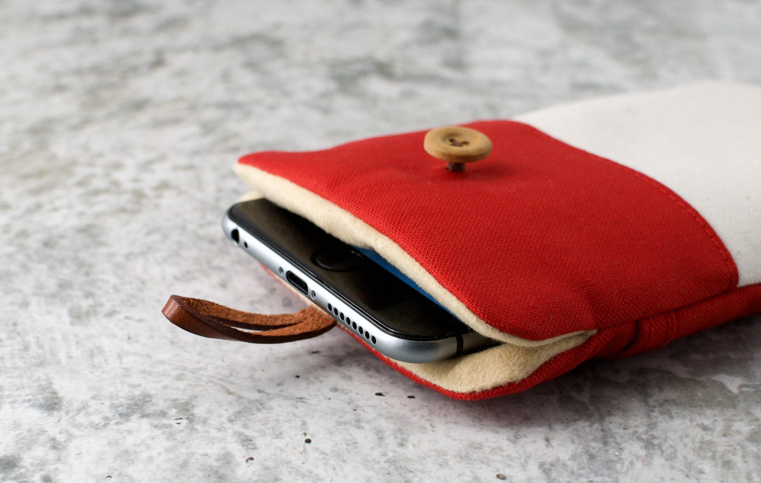 帆布と本革のスマホケース(スマホポーチ)/赤と生成りの内側