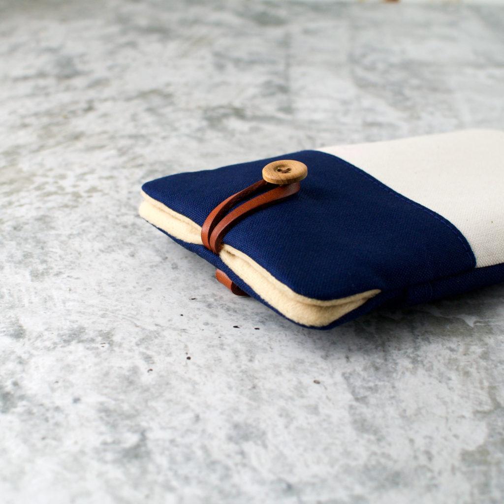 帆布と本革のスマートフォンケース/ネイビーと生成り